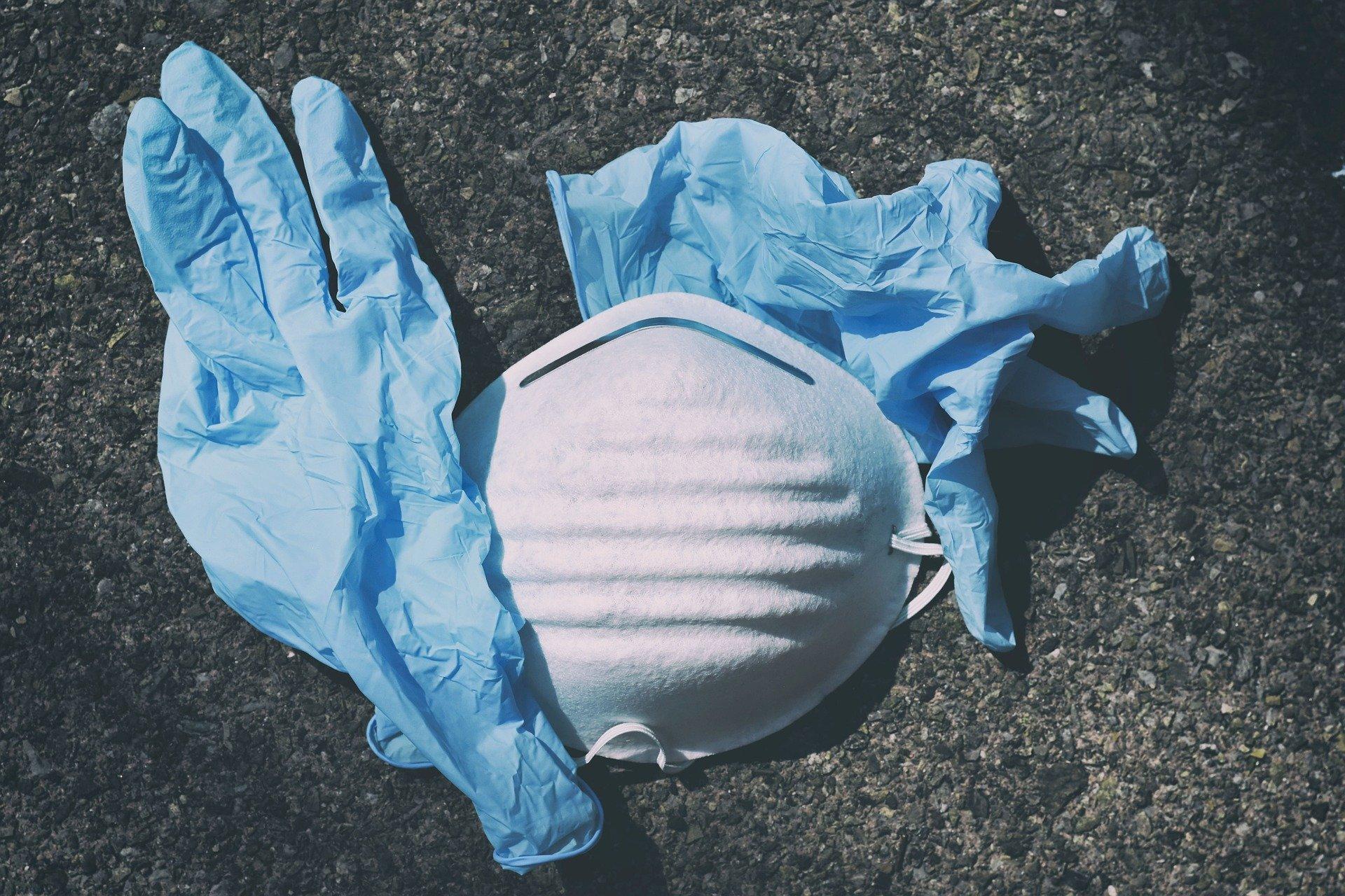 """""""Tirar las guantes al suelo e incrementar la compra de plásticos de  usar y tirar va a generar otra pandemia medioambiental"""""""