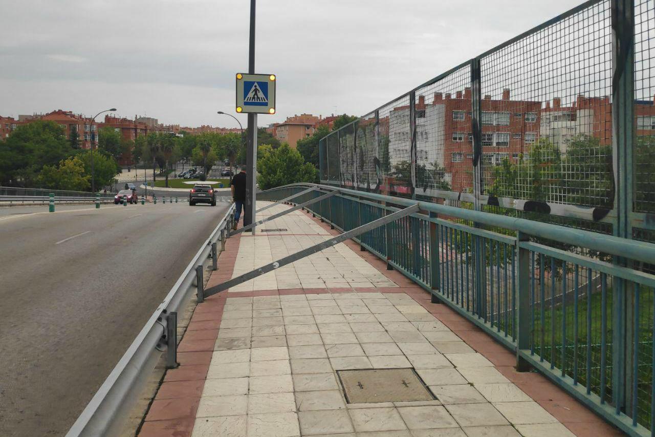 Podemos pide al Ayuntamiento de Getafe arreglar la valla del puente de la Avenida María Zambrano